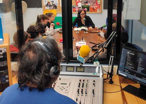 Radio local de La Puebla de Alfindén. Entretenimiento e información asegurados con programas y música para todos los oyentes en el 107.9 FM